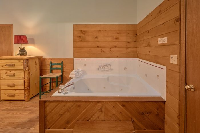 Cabin with Jacuzzi in Bedroom - Blessed Memories