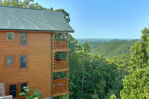 Resort 3 Bedroom Cabin with Premium View - Blue Sky