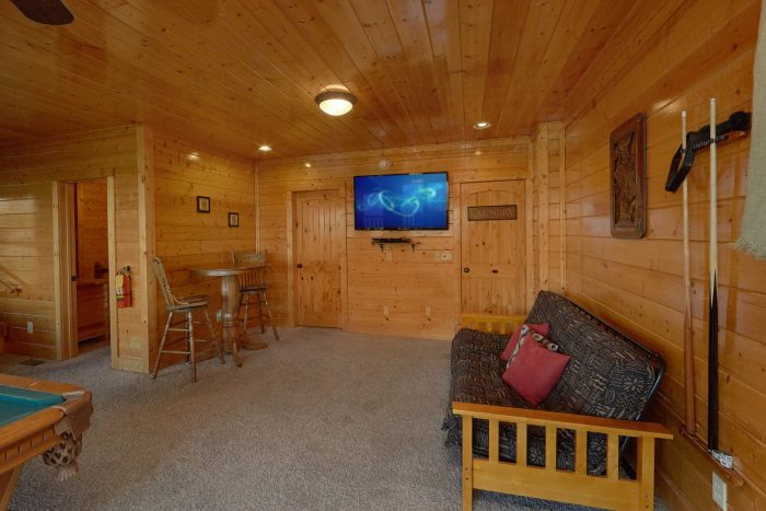 Game Room with Large TV and Futon Sleeps 10 - Blue Sky
