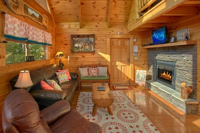 3 Bedroom Cabin with Fireplace in Living Area - BlueBaery Hill