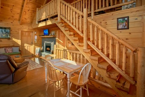 Cabin with Dining Room and Fully Stocked Kitchen - BlueBaery Hill