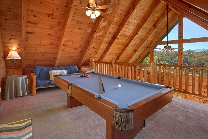 3 Bedroom Cabin with Pool Table and Loft - BlueBaery Hill