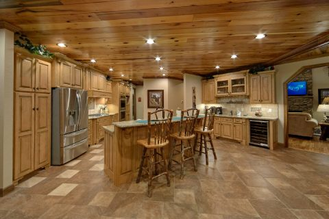 Kitchen with Gas Range and Granite countertops - Bluff Mountain Lodge