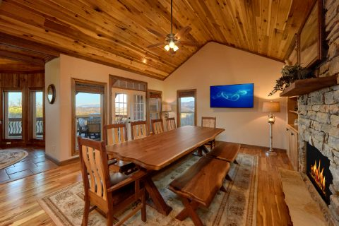 Luxury Cabin with Large Dining Area for 12 - Bluff Mountain Lodge