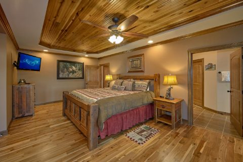 Master Bedroom with Wet Bar and Private Bath - Bluff Mountain Lodge