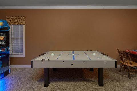 Luxurious 5 bedroom cabin with Air Hockey Game - Bluff Mountain Lodge