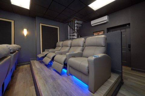 Theater Room in Luxurious 6 bedroom cabin - Bluff Mountain Lodge