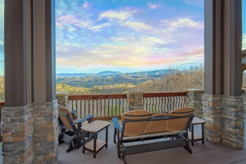Luxurious Vacation Home with Mountain Views - Bluff Mountain Lodge