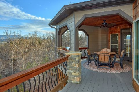 Premium 6 bedroom cabin with picnic table - Bluff Mountain Lodge