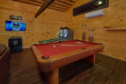 11 bedroom cabin with Game Room and Pool Table - Bluff Mountain Lodge
