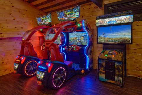 Cabin with 2 Race Car Games and Buck Hunter Game - Bluff Mountain Lodge