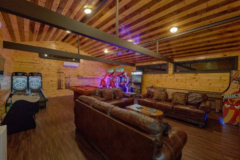 Cozy Living room in 5 bedroom cabin - Bluff Mountain Lodge
