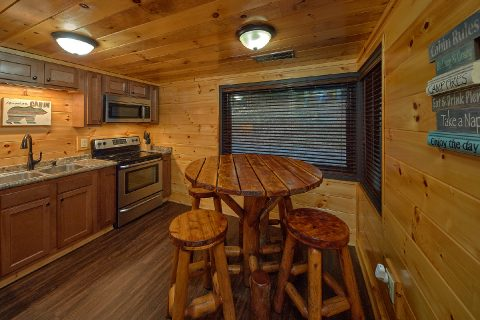 5 bedroom cabin rental with Full Kitchen - Bluff Mountain Lodge