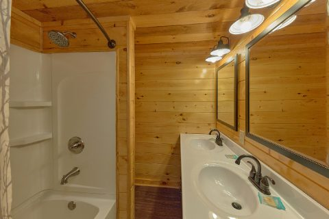 11 bedroom cabin with 7 and half baths - Bluff Mountain Lodge