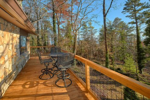Secluded 11 bedroom lodge with wooded views - Bluff Mountain Lodge