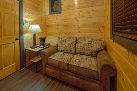 1 bedroom cabin with love seat and Coffee maker - Bluff Mountain Lodge