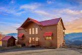 Luxurious 5 bedroom Cabin Sleeps 14 with Views