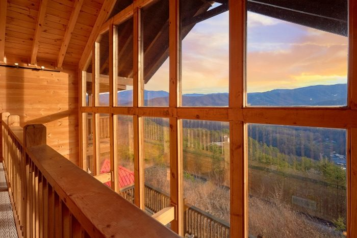 Luxurious Rental Cabin with Beautiful Views - Breathtaker