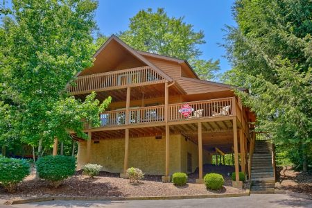 Gray Fox Den: 3 Bedroom Gatlinburg Cabin Rental