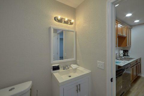 Full Bathroom with Shower Sleeps 2 - Byrd Box