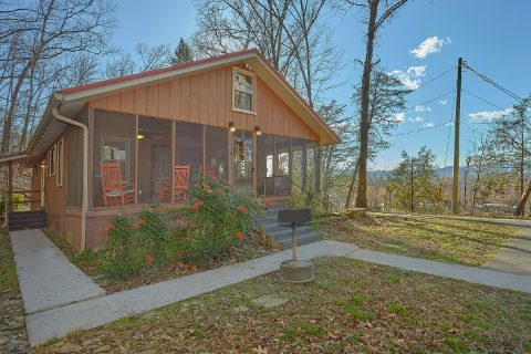 2 Bedroom Cabin Walking Distance to Pigeon Forge - Byrd House