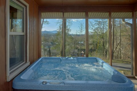 2 Bedroom Cabin in Pigeon Forge with Hot Tub - Byrd House