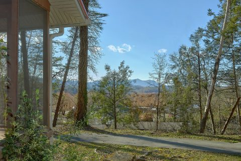 Pigeon Forge 2 Bedroom Cabin near the Parkway - Byrd House