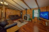 Smoky Mountain 2 Bedroom Cabin with Cable & WiFi