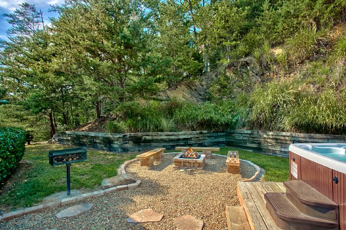 Beautiful outdoor area with Hot Tub and Fire Pit - Campfire Lodge