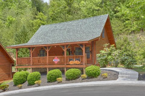 Featured Property Photo - Candle Light Cabin