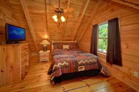 Cabin with private Queen bedroom and bath - Candle Light Cabin