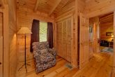 Rustic 2 Bedroom cabin with King and Queen beds
