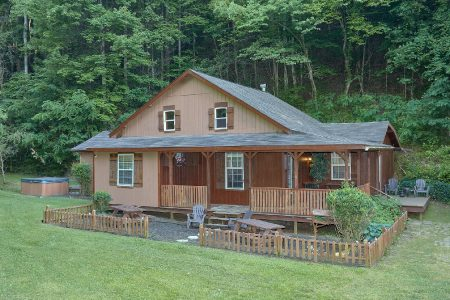 Honey Bear Hill: 2 Bedroom Pigeon Forge Cabin Rental