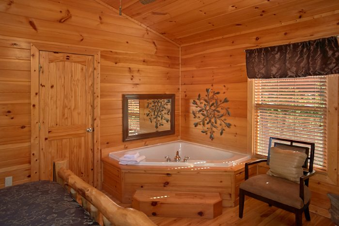 Cabin with Private Jacuzzi Tub in King Bedroom - Can't Bear To Leave