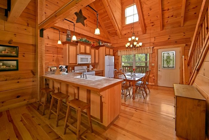 Cabin with hand hewn logs and stocked kitchen - Catch A Star