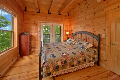 Cabin with King Suite and deck access - Catch A Star