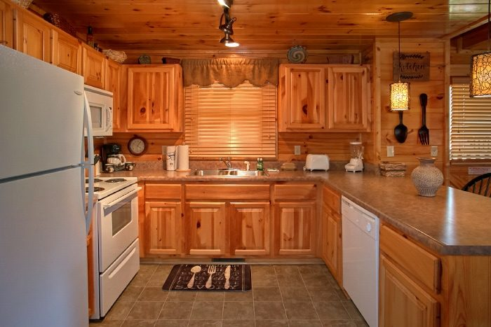 Open Kitchen 2 Bedroom Cabin Sleeps 6 - Catch of the Day