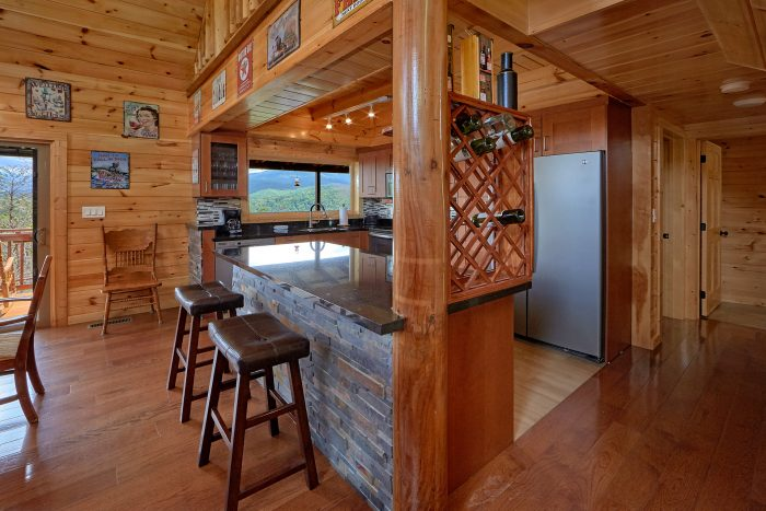 Gatlinburg Cabin Rental with KItchen and Bar - Charming Charlie's Cabin