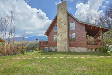Gatlinburg 2 Bedroom Cabin with Mountain View - Charming Charlie's Cabin