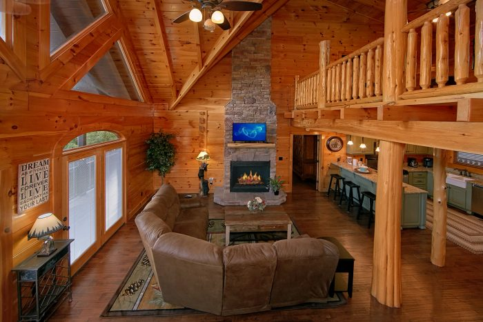 Luxury Cabin with Large Living Room & Fireplace - Alpine Mountain Lodge