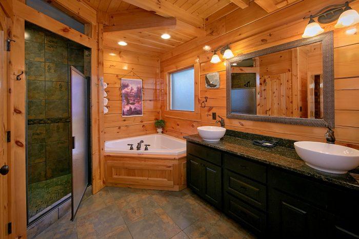 Premium Cabin with Master Bath and Jacuzzi Tub - Alpine Mountain Lodge