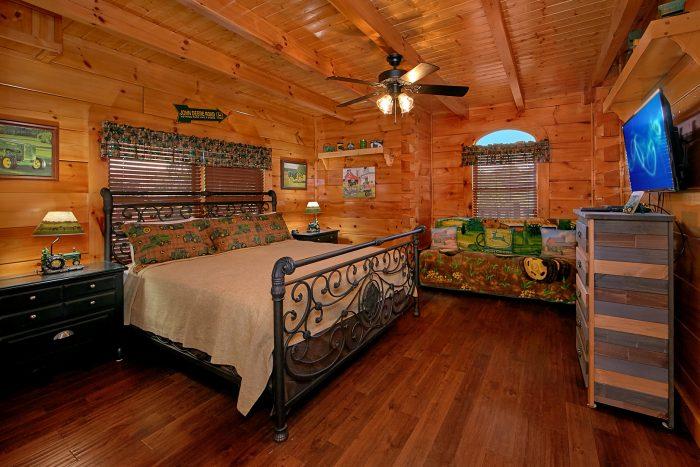 Premium Cabin with John Deere Theme Bedroom - Alpine Mountain Lodge