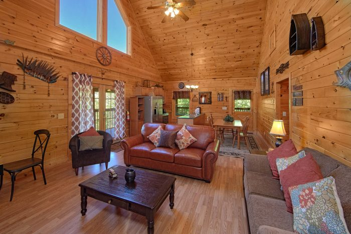 2 Bedroom Cabin with an Eat-In Dining Room - Cherokee Creekside