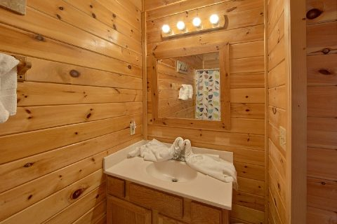 Pigeon Forge Cabin with 2 Bedrooms - Cherokee Creekside
