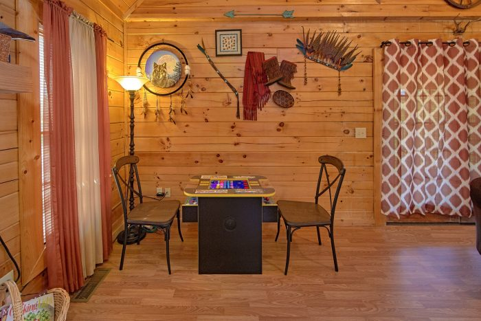 2 Bedroom Cabin with an Arcade Game - Cherokee Creekside