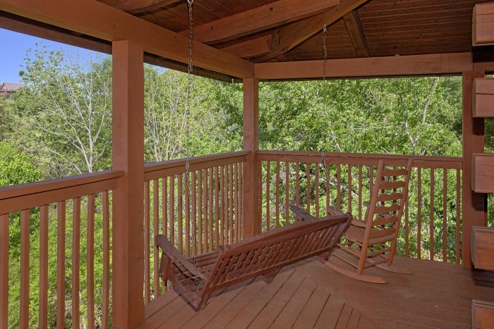 2 Bedroom Cabin with a Private Deck - Cherokee Creekside