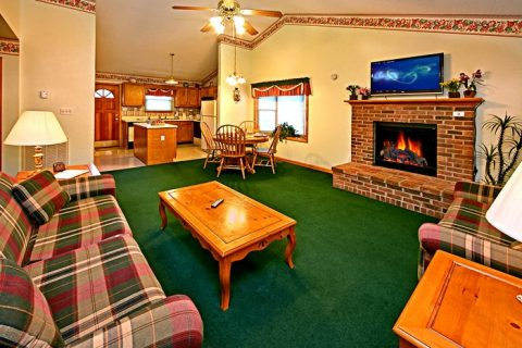 Cottage with Spacious Living Room - Cinnamon Cottage