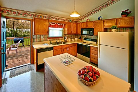 Kitchen with Fully Furnished Kitchen - Cinnamon Cottage