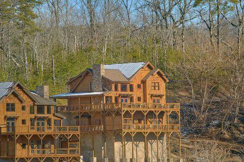 5 Bedroom 5 1/2 Bath 3 Story Cabin Sleeps 16 - Cloud Bound