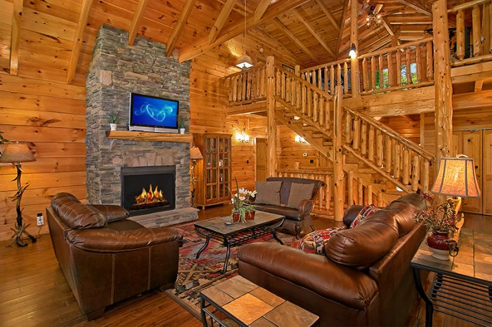 Luxury Cabin with Large Fireplace in Living Room - C'Mon Inn